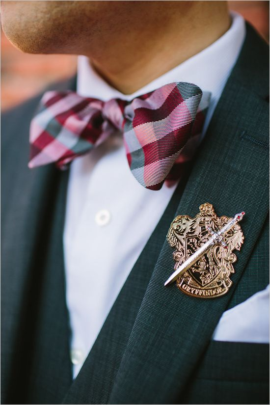 Prendido temático para las bodas más frikis, escudo de Harry Potter