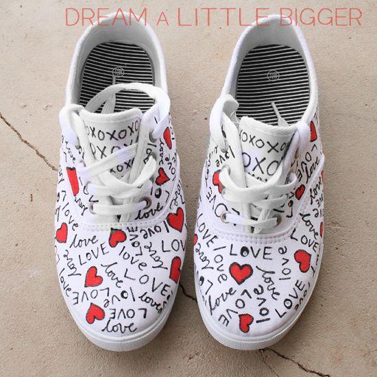 Sneaker ayakkabı boyama