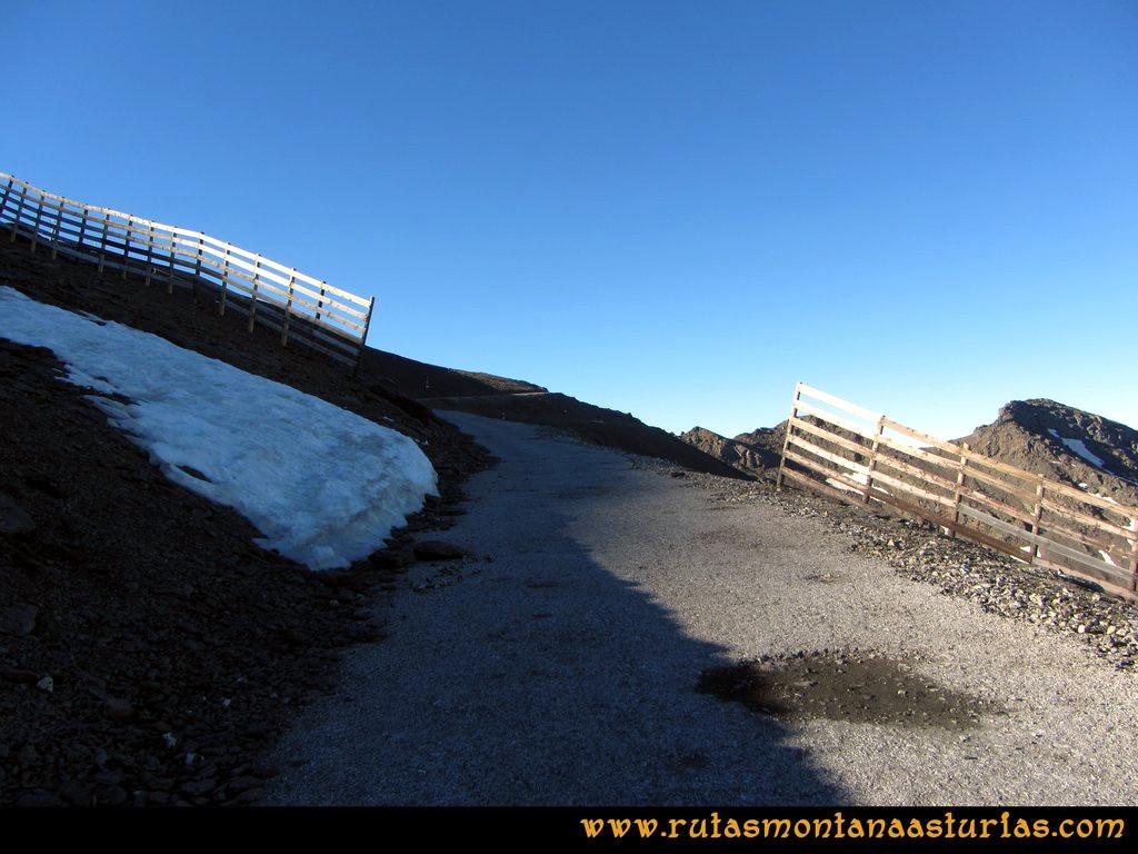 Ruta Posiciones del Veleta - Mulhacén: Inicio de ruta por la carretera