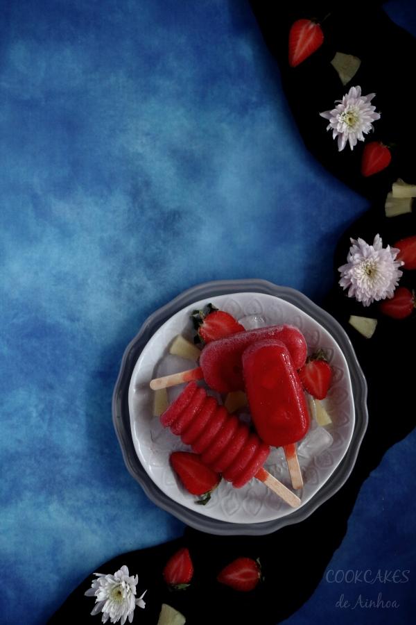 Polos de fresa, piña y Malibú. Cóctel helado. Cookcakes de Ainhoa