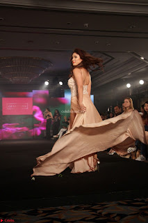 Manjari Phadnis Walks the Ramp At Designer Nidhi Munim Summer Collection Fashion Week (15).JPG