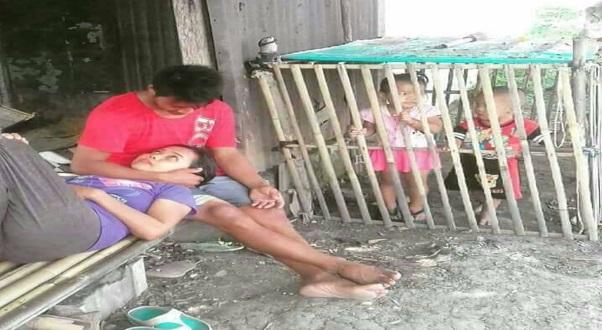 Binatang !!! Ibu dan Ayah Seronok Berasmara Diperhatikan Anak Yang Dikurung Dalam Kandang