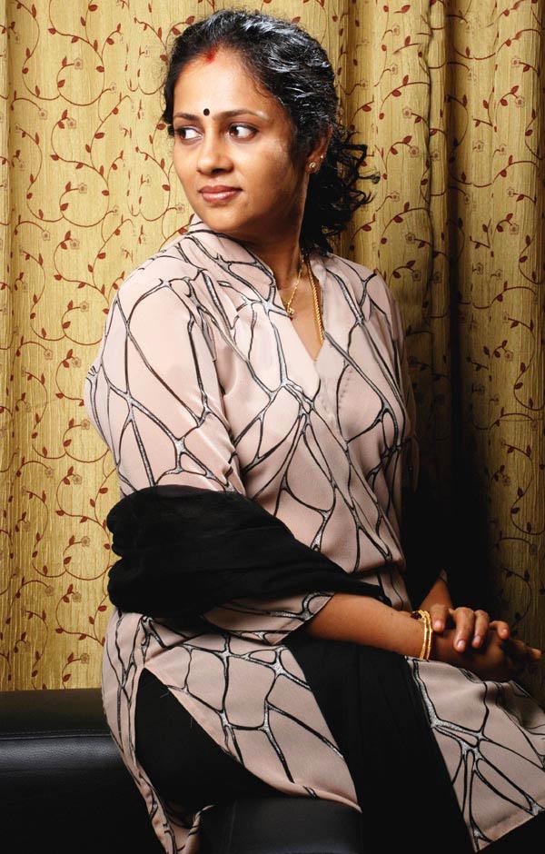 Actress Lakshmi Ramakrishnan Hot Photoslatest Telugu-5878