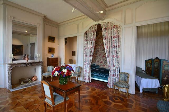 La chambre du potager est remarquable pour son parquet du XVIIIème siècle.