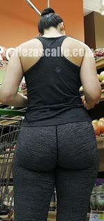 mujeres nalgonas usando leggins