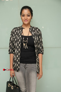 Tamil Actress athrie Shankar Pos in Jeans at Maanagaram Premiere Show  0002.jpg