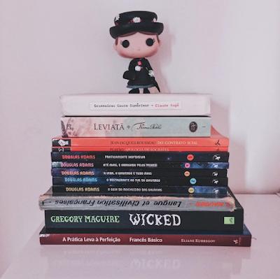Funko pop Mary Poppins e livros