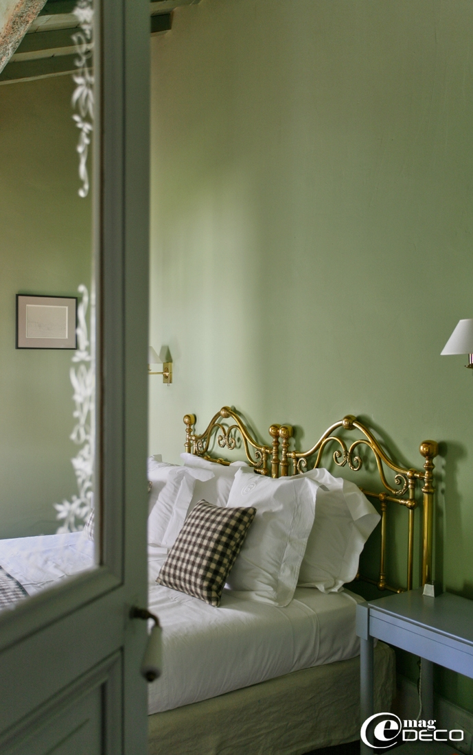 The hotel 'Le Mas de Peint' in Camargue, a feature of the magazine of decoration e-magDECO