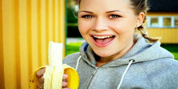 woman eat bananas