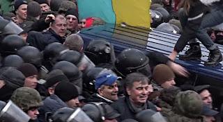что происходит в Киеве и сколько людей поддерживает Саакашвили
