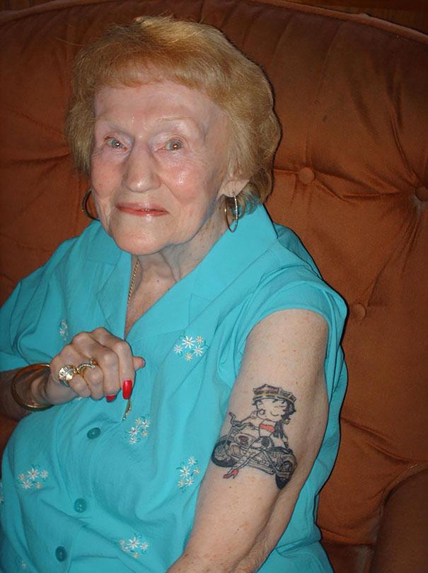 tattooed-elderly-people-22