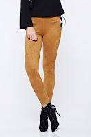 Pantaloni maro casual conici din velur cu talie inalta •