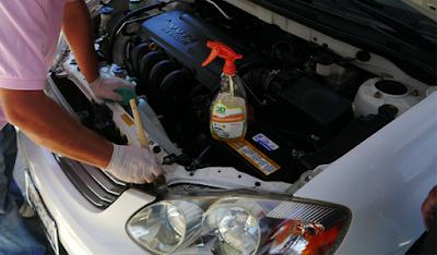 gambar cara mencuci mesin mobil