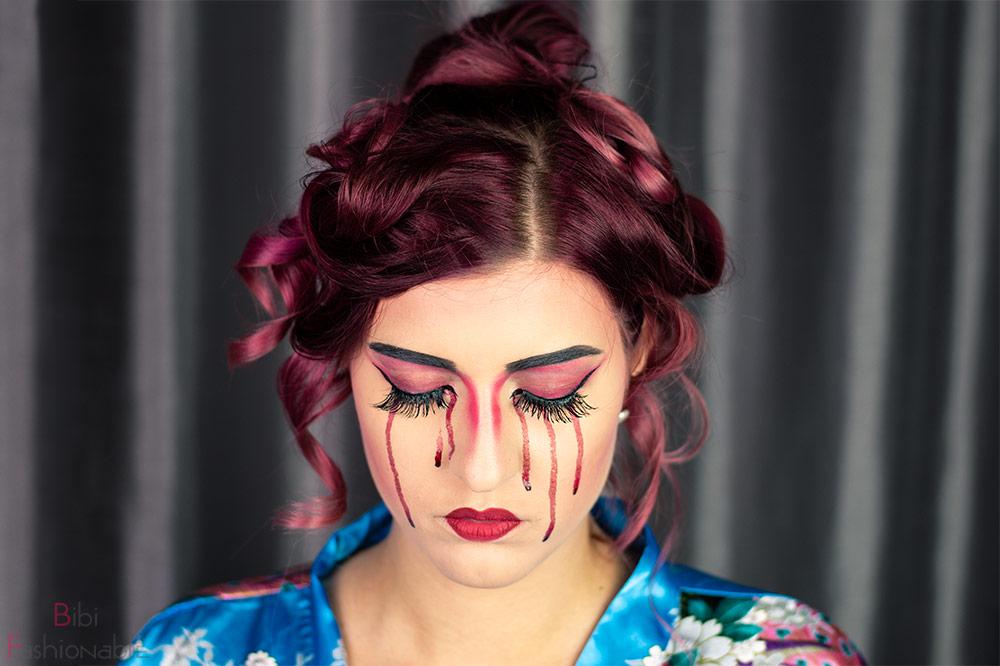 bloody Geisha Augen geschlossen frontal