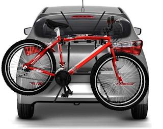 como transportar bicicletas no porta malas do veículo