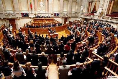 Resultado de imagem para Gritaria e ânimos exaltados no Parlamento