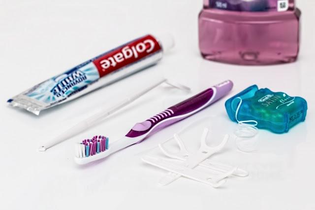 اتبع روتين أساسي للعناية بالأسنان