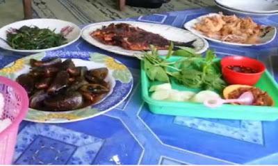 Seafood di Pantai Baron