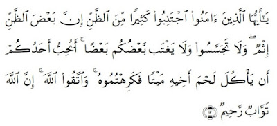 "Pengertian Husnuzan, Fungsi, Manfaat Husnuzan & Contohnya Menurut Islam - Secara etimologi, pengertian husnuzzan berasal dari istilah kata yang terdiri dari dua kata yaitu ""husnu"" dan ""zan"" yang berarti ""berbaik sangka"".  Sedangkan secara terminologi, pengertian husnuzzan adalah berbagaik sangka terhadap segala ketentuan dan ketetapan Allah yang diberikan kepada manusia.  Sedangkan sederhana, Husnuzzan dapat diartikan sebagai salah satu bagian dari akhlak terpuji.  Adapun lawan dari ḥusnuẓẓan yaitu disebut dengan ""su'uzzan"". Arti dari su'uzzan diartikan sebagai ""jahat sangka"". Hukum dari melakukan sikap Su'uzzan adalah haram hukumnya.  Secara sederhana, Su'uzzan diartikan juga sebagai berburuk sangka. Secara etimologi, pengertian Su'uzzan adalah perbuatan yang tidak diperbolehkan disebabkan dapat mengakibatkan permusuhan dan retaknya persaudaraan.  Pengertian Husnuzzan Menurut Para Ahli Adapun pengertian Husnuzzan menurut para ahli yaitu:  1. Pengertian Husnuzzan Menurut Pinandito  Menurut Pinandito yang menjelaskan bahwa pengertian ḥusnuẓẓan adalah sebuah landasan pokok bagi manusia dalam berpikir positif atas segala peristiwa yang dialami.  2. Pengertian Husnuzzan Menurut Imam Ja'far Shadiq  Menurut Imam Ja'far Shadiq mengatakan bahwa pengertian Husnuzzan adalah ""Berprasangka baik kepada Allah berarti bahwa kamu tidak boleh berharap kecuali kepada-Nya dan kamu tidak boleh takut terhadap apapun kecuali dari dosa-dosa yang kamu lakukan"".  Sikap ḥusnuẓẓan dapat melahirkan keyakinan bahwa segala kenikmatan dan kebaikan yang diterima manusia berasal dari kehendak utama Allah.  Sedangkan keburukan merupakan akibat yang dilakukan manusia sehingga menimpa manusia disebabkan dosa dan kemaksiatannya.  Tidak seorang pun dapat lari dari takdir yang telah ditetapkan Allah. Tidak ada yang terjadi di alam semesta ini, melainkan yang Dia kehendaki dan Allah SWT tidak meridhai kekufuran untuk hambaNya, Allah SWT telah menganugerahkan kepada manusia kemampuan untuk memilih dan beri"