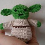 http://crochetthings.nl/pattern-yoda-amigurumi/