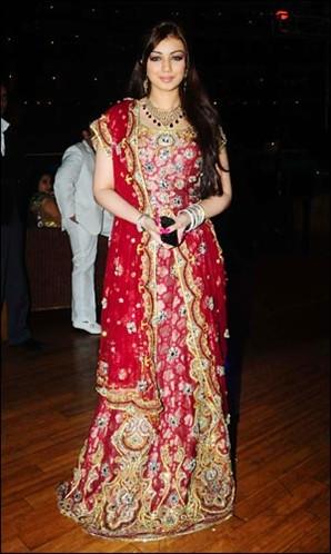Ayesha Takia Wedding Photos On Dress 2 Jpg