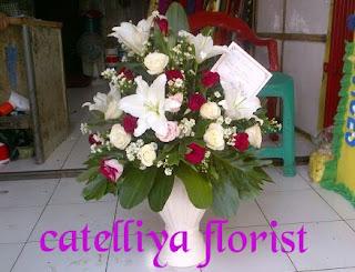 vas-bunga-bunga-meja-bekasi