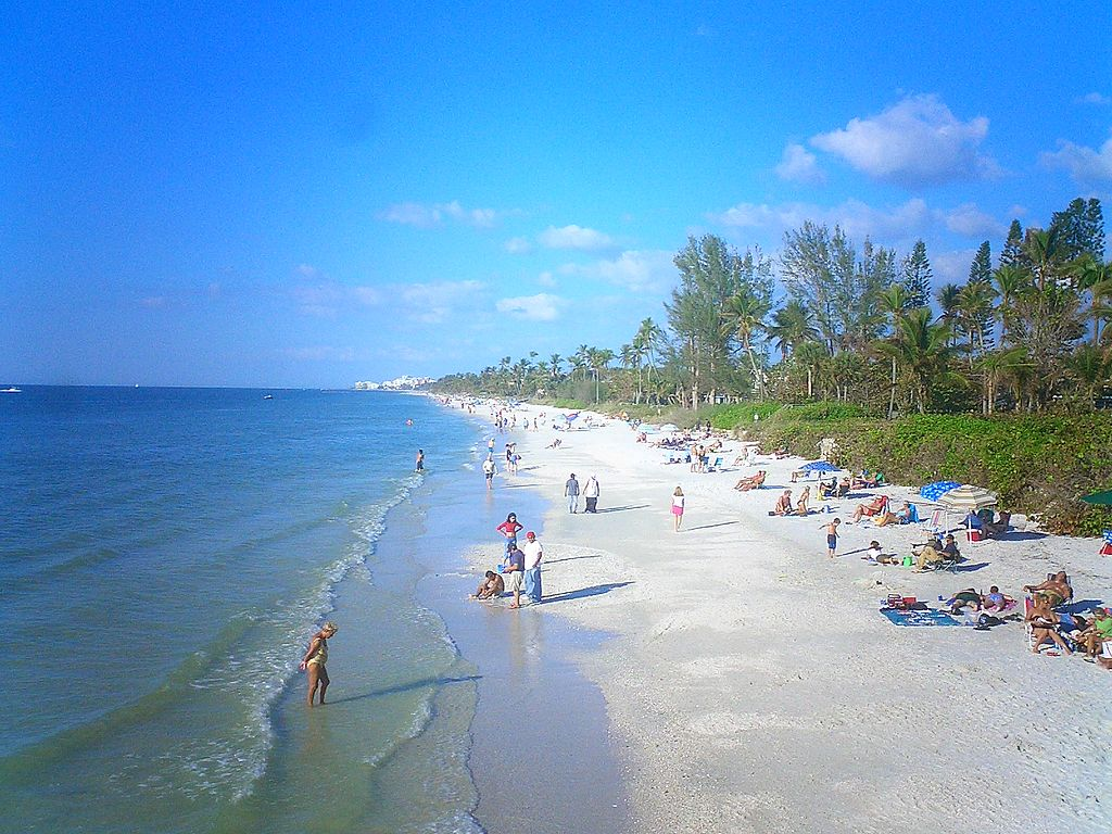 it can certainly get hot in naples and the state of florida the record hottest temperature ever recorded in naples is 99 degrees which occurred on