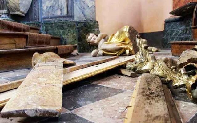Δώδεκα επιθέσεις σε εκκλησίες στην Γαλλία σε μία εβδομάδα