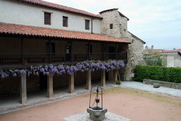 loire forez champdieu prieuré cloître
