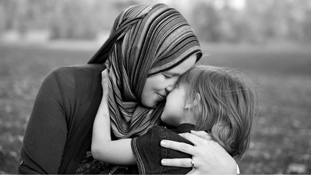 Ibu Adalah Orang Yang Paling Bahagia Ketika Kita Lahir
