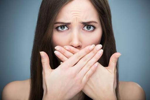 7 Cara Mengatasi Bau Mulut Secara Alami dan Cepat