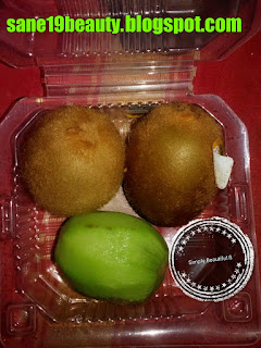 Kiwi prevents acne and pimples.
