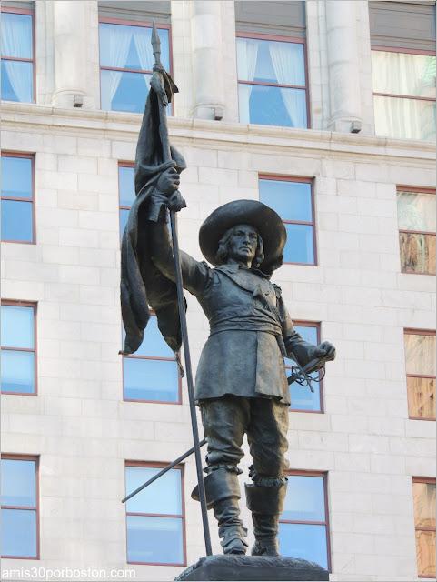 Principales Atracciones Turísticas en Montreal: Monumento a Paul Chomedey de Maisonneuve