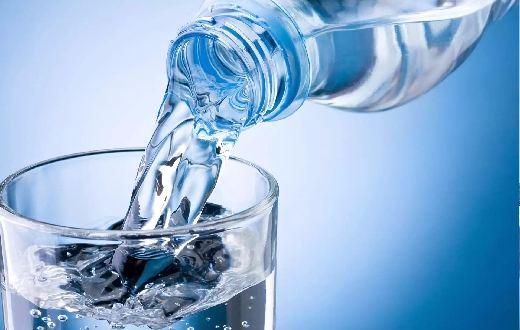 Langkah Ketiga yaitu mengkonsumsi air putih sangat dianjurkan. Jika anda bertanya minum air putih yang baik sehari berapa liter, anda dapat membaca artikel kami sebelumnya tentang aturan minum air putih