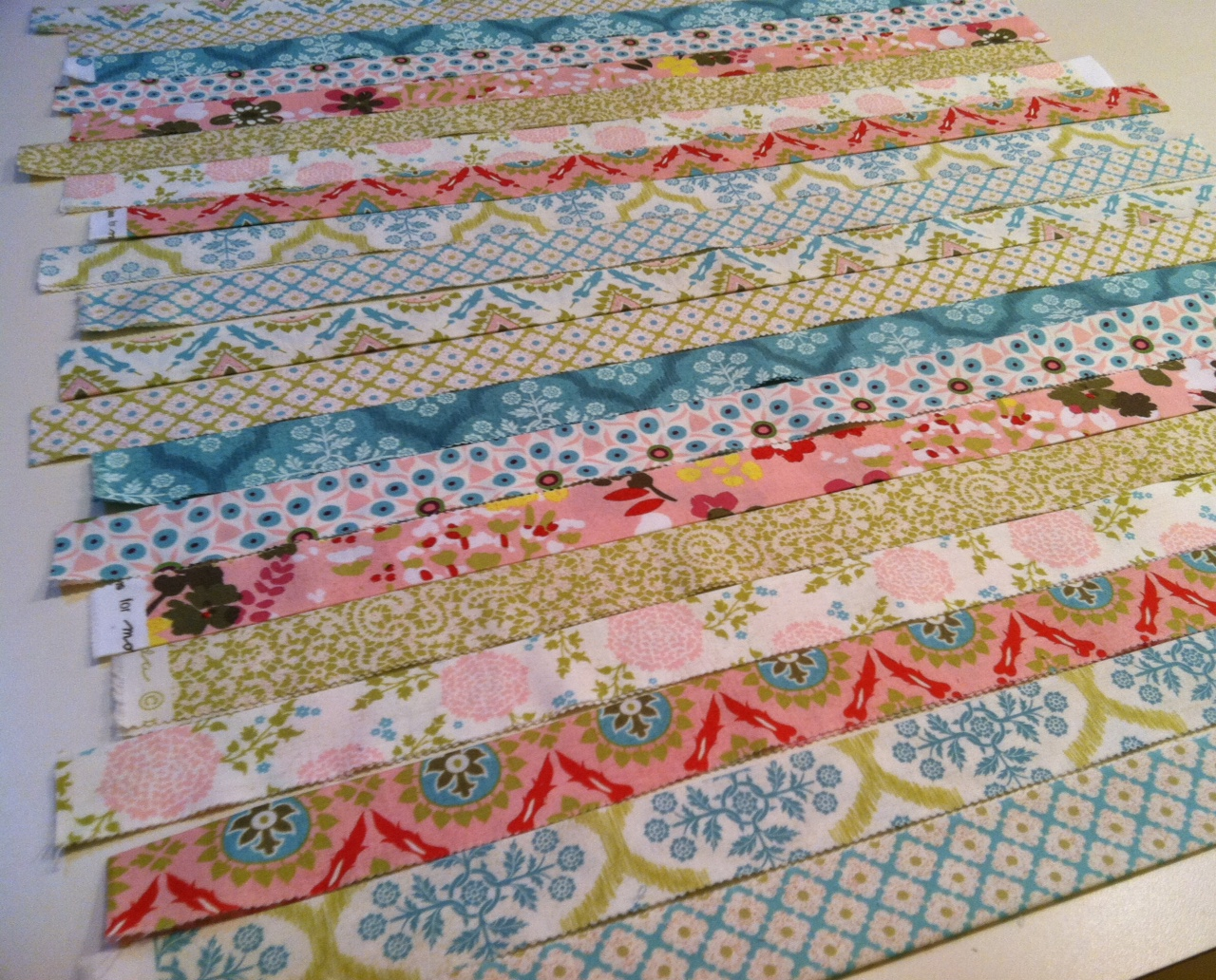 Hello Spring Strippy Pillow Tutorial Quilting In The Rain
