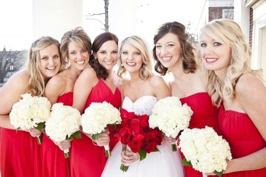 dama de honra casamento vermelho e branco