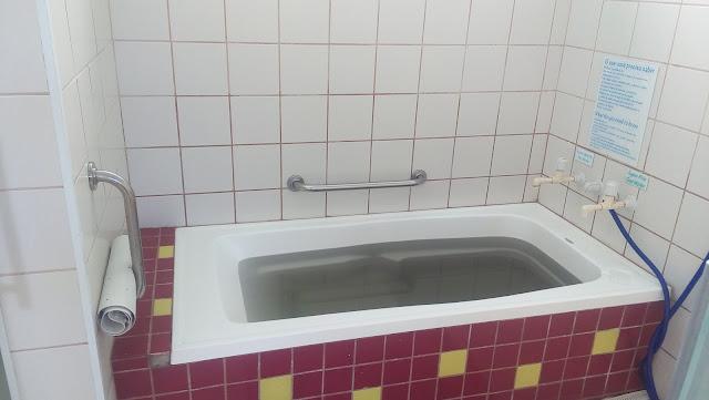 banheira com água sulforosa