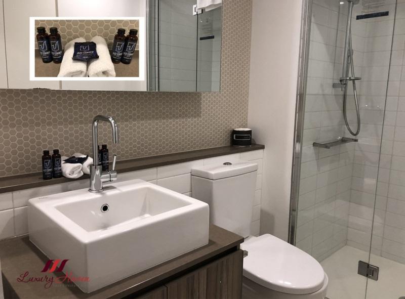 jazz corner hotel review bathroom amenities