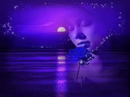 Semilir angin menyapa rambut kusamku, seiring lambai dedaunan melantungkan nada tak seirama laksana debar-debar hati yang kurasa saat ini, dalam kesunyian kurebahkan segala hasratku di hemparan gemuruhnya hati bayang yang kerap kali hadir dalam bingkai ingatanku kini jadi buah gelisah dalam kesendirianku.  aq bukanlah utusan sang pujangga dari sebrang istana, dan,,,aq bukanlah penyair,,, yang menjadikan syair dan puisinya sebagai mantra penakluk dalam renungan ini . tapi aq adalah bongkahan inzan lemah yang bertopan pada untaian kata yang tak bermakna. laksana titipan debu yang terhempas kala angin menggila dengan derunya, serauf wajah duka,,,, gambaran hati yang terlunta-lunta oleh ketidak pastian.  unkapan hati sang penikmat kala hati tergoda rasa, malam yang kian merambat seiring hasratku terpenjara dalam amuknya keraguan, tiada celah dalam kebekuan ini,, namun serauf wajah tetap tertunduk dalam satu kekosongan ditengah kepasrahanku.....  Karya: Fhandy Choztar   SERAUP WAJAH DUKA