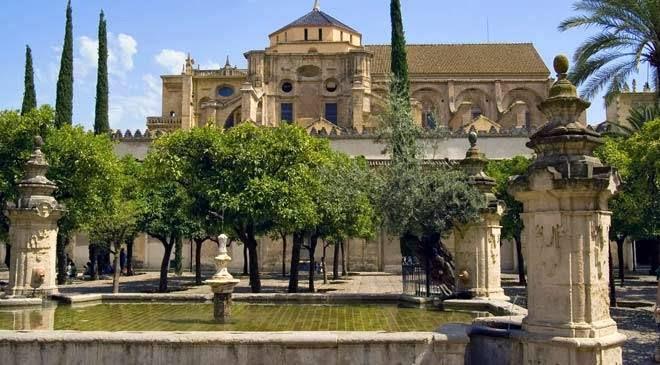 El Patio de los Naranjos en la Mezquita de Córdoba