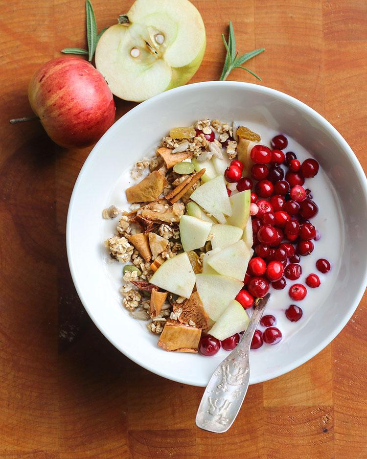 Maikin mokomin: Omena–rosmariini-granola | Apple-rosemary granola
