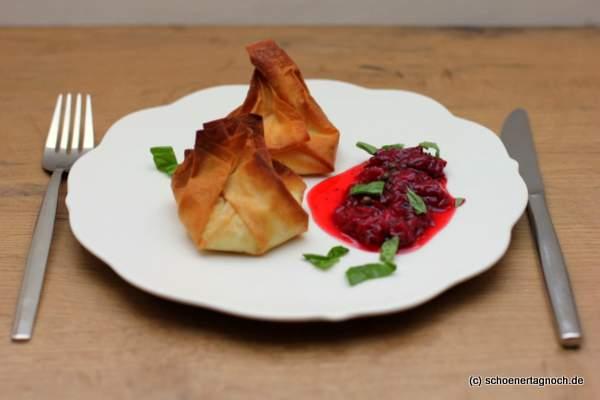 Ziegenkäsetaschen mit Erdbeer-Pfeffer-Chutney aus Food, Love & Wine