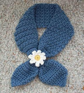 Crochet-keyhole-scarf