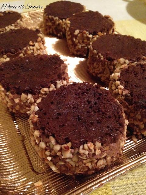 medaglioni di pan di spagna al cioccolato