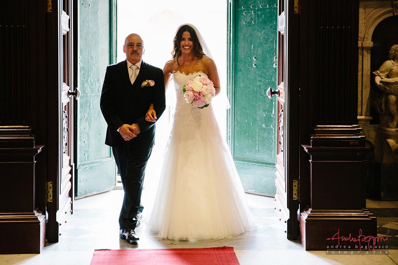 ingresso sposa fotografo matrimonio Genova
