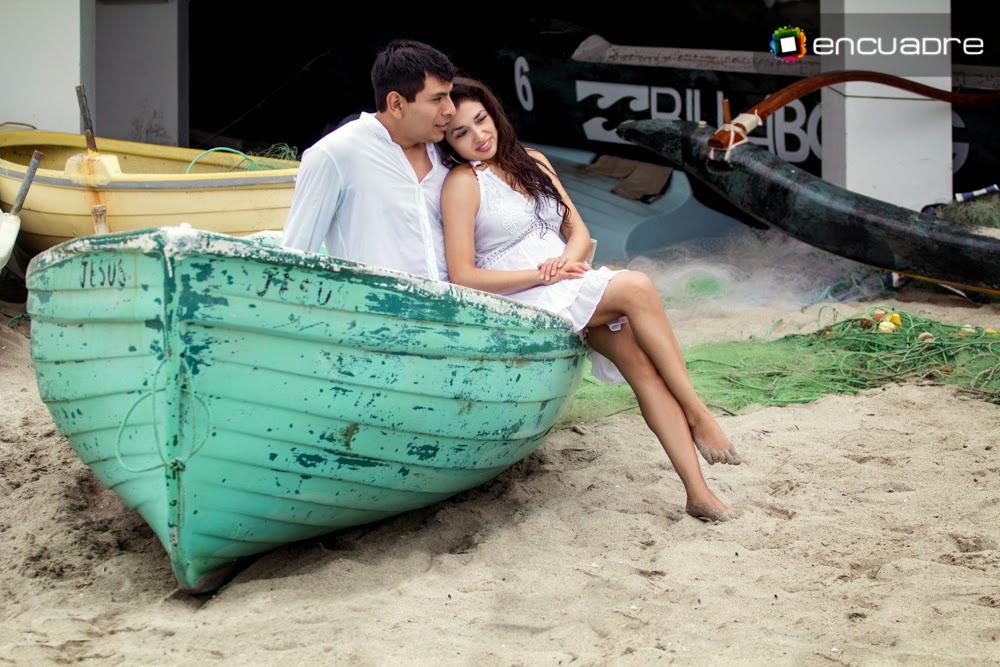 sesión fotos enamorados bote playa