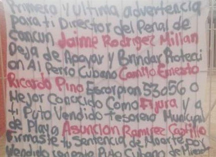 """""""Firmaste tu sentencia de muerte por vendido"""", Sicarios amenazan con narcomantas a Director del penal de Cancún."""