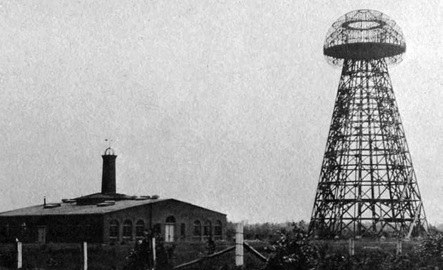 Tesla towers in Waredenclyfe during his work