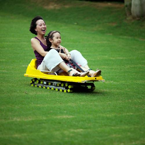 du lịch Minh Anh - trượt cỏ asean