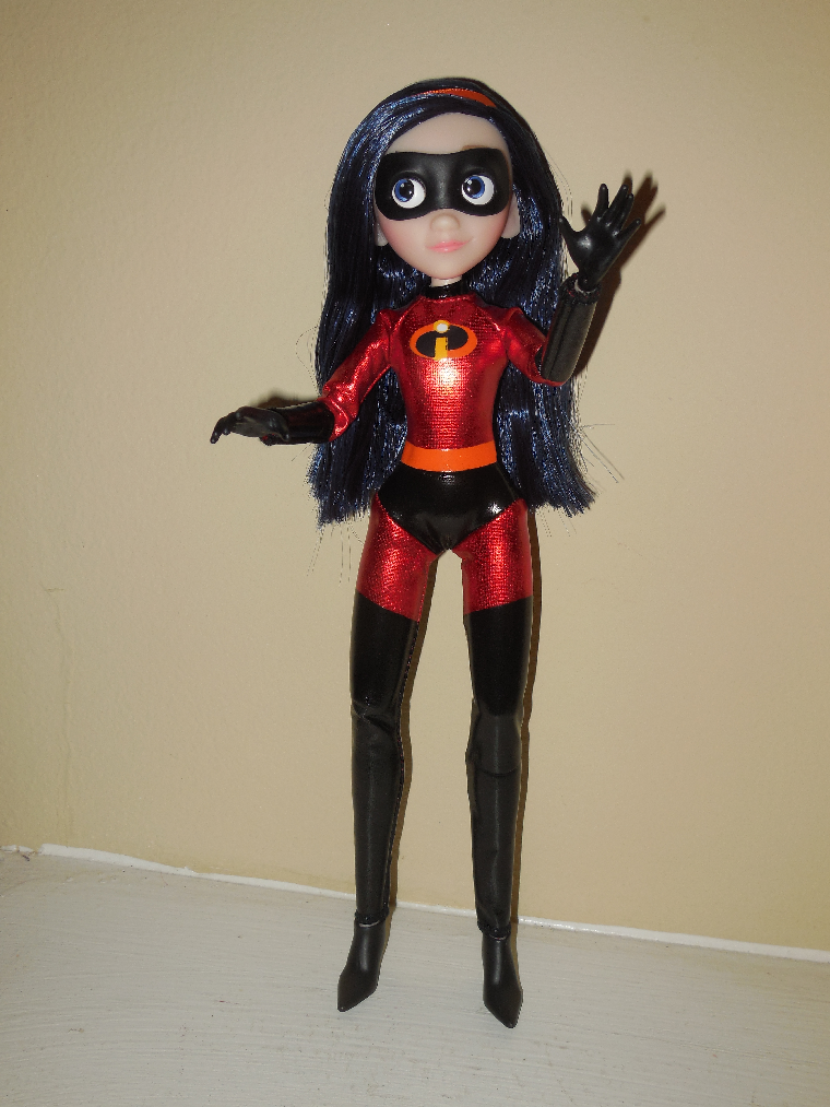 She comes with a one-piece superhero costume a pair of ankle boots and her mask. & Veni Vidi Dolli: REVIEW: Incredibles 2 Violet Doll